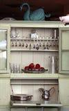 古色古香的碗柜厨房 库存照片