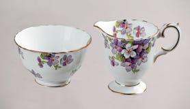 古色古香的碗cremer糖 免版税库存图片
