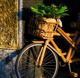 古色古香的竹自行车 免版税库存图片