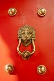 古色古香的红色中国门 库存照片