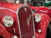 古色古香的红色汽车细节  库存照片