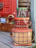 古色古香的罐子篮子 库存图片