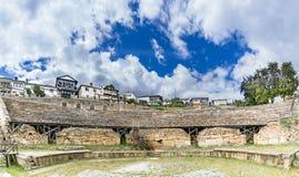 古色古香的罗马剧院全景在奥赫里德,马其顿 免版税图库摄影