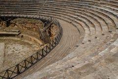 古色古香的罗马剧院废墟在奥赫里德 免版税库存照片