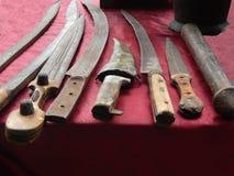 古色古香的罗马,中世纪,无背长椅窗框刀子、匕首和swor 免版税图库摄影
