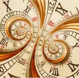 古色古香的老时钟摘要分数维双螺旋手表超现实的时钟异常的纹理分数维样式背景金黄老时尚 免版税库存图片