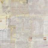 古色古香的脏的邮费拼贴画和剧本发短信给背景 免版税库存图片