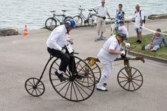古色古香的自行车极少量便士推进 免版税库存图片