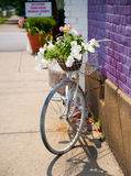 古色古香的自行车葡萄酒 库存照片