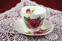 古色古香的茶杯有花和金子的排行 库存图片