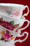 古色古香的茶杯有花和金子的排行 库存照片