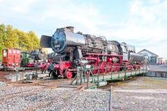 古色古香的蒸汽机车在集中处 库存照片