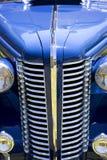 古色古香的蓝色汽车前面 库存照片