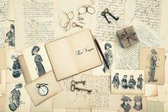 古色古香的辅助部件、老信件和时尚图画 免版税图库摄影