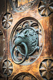 古色古香的通道门环形状的妖怪的头 库存图片