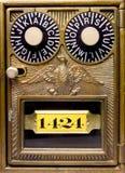 古色古香的配件箱老被塑造的锁定 库存图片