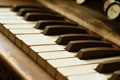 古色古香的钢琴 免版税库存照片