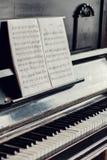 古色古香的钢琴关键字 免版税图库摄影