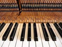 古色古香的钢琴内部零件 库存照片