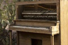 古色古香的钢琴 免版税图库摄影