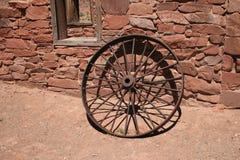 古色古香的铁轮子 库存照片