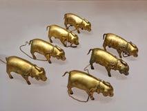 古色古香的铜猪雕塑 库存照片