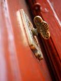古色古香的铜门把手 免版税库存照片
