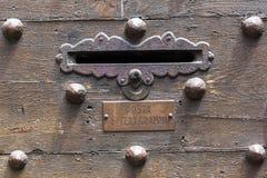 古色古香的门在托斯卡纳,意大利 图库摄影