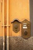 古色古香的门铃在卢卡,意大利 免版税库存照片