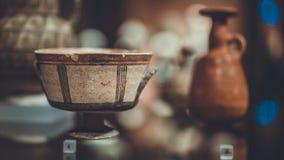 古色古香的陶瓷和瓷碗 免版税库存照片