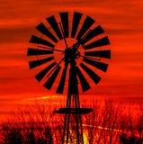 古色古香的风车剪影 库存照片