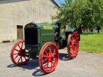 古色古香的麦考马克Deering拖拉机 免版税图库摄影