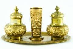 古色古香的黄铜小箱和盘 免版税库存图片