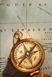 古色古香的黄铜指南针 免版税库存图片