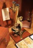 古色古香的黄铜显微镜 库存照片