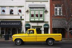 古色古香的黄色卡车在富兰克林 免版税库存照片