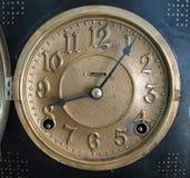 古色古香的黄铜时钟表盘 免版税库存图片