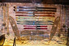 古色古香的滑雪设备 免版税库存图片