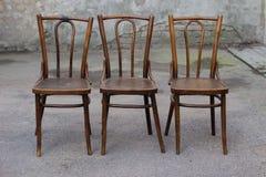 古色古香的Bentwood维也纳椅子-打破的椅子 库存照片