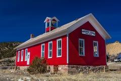 古色古香的Maysville学校,老红色校舍, 1882-1939, Caffee县,在Salida外面,科罗拉多 免版税库存照片