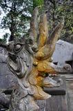古色古香雕刻在与神话主题的石头 Bich东塔, 免版税库存图片