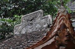 古色古香雕刻在与神话主题的石头 Bich东塔, 库存图片