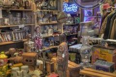 古董待售在商店 免版税图库摄影