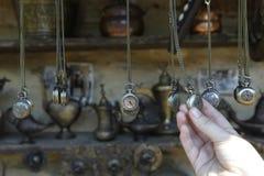 古董手表在跳蚤市场上 免版税库存图片