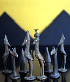 古董被雕刻的木国际象棋棋局 免版税库存照片