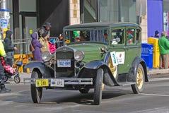 古董车在圣帕特里克` s天游行渥太华,加拿大 库存照片