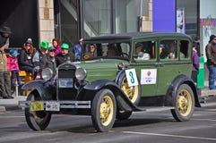 古董车在圣帕特里克` s天游行渥太华,加拿大 库存图片