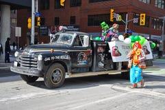 古董车在圣帕特里克` s天游行渥太华,加拿大 免版税图库摄影