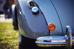 古董车的镀铬物防撞器 免版税图库摄影