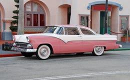 古董车粉红色 库存图片